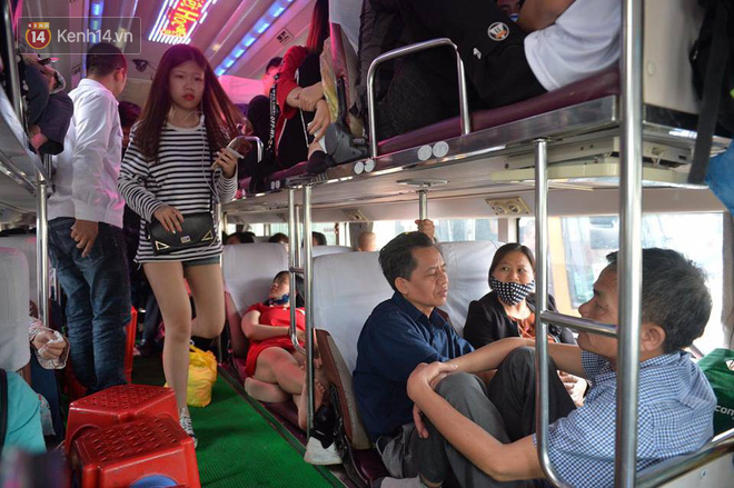 Hà Nội: Xe khách bị hạ tải do nhồi nhét vẫn tiếp tục bắt khách ngoài bến 6