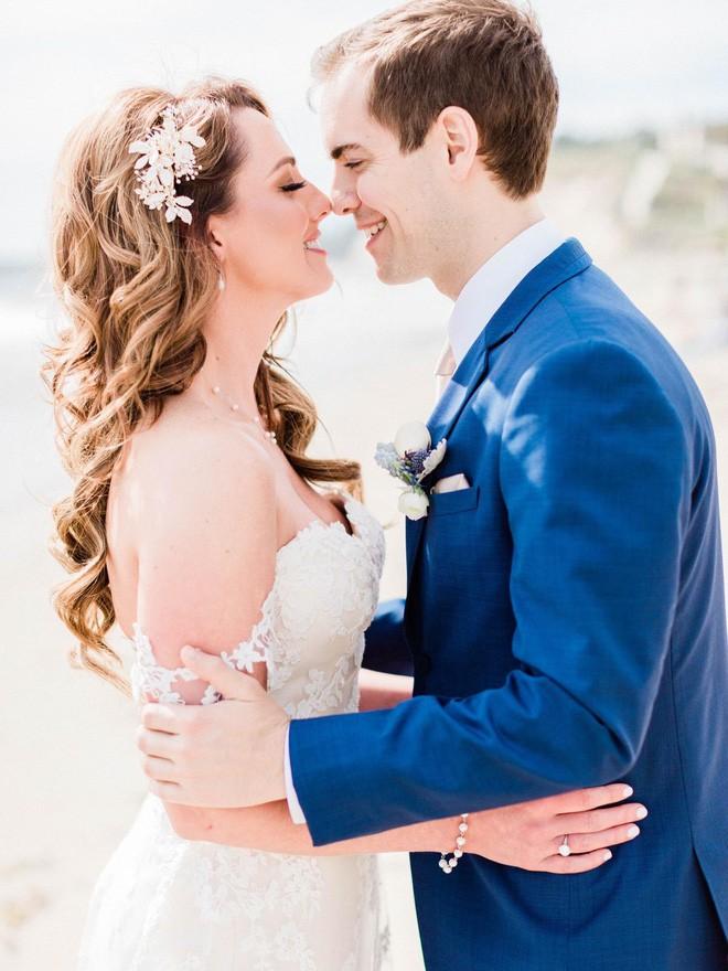 Cầu xin internet đừng photoshop ảnh cưới của mình, Youtuber vẫn nhận được những tấm ảnh chế cực hài hước - Ảnh 1.