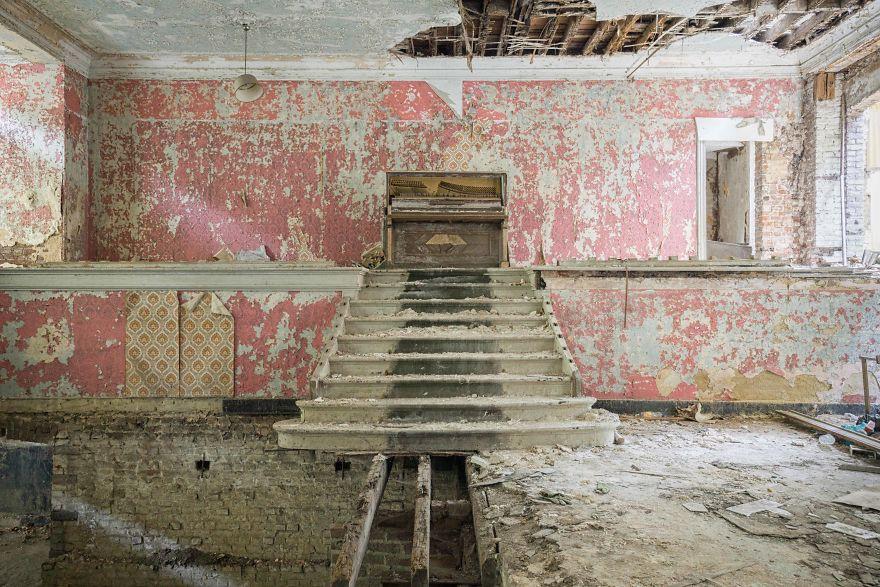 Đi khắp châu Âu tìm những chiếc piano bị lãng quên, người nghệ sĩ khiến mọi người nín lặng vì vẻ đẹp nhuốm màu thời gian - Ảnh 6.