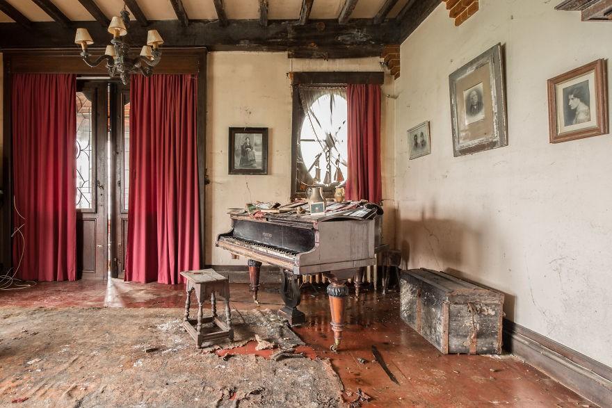 Đi khắp châu Âu tìm những chiếc piano bị lãng quên, người nghệ sĩ khiến mọi người nín lặng vì vẻ đẹp nhuốm màu thời gian - Ảnh 7.