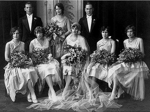 """Chẳng phải tự nhiên mà các phù dâu lại """"xúng xính"""" mặc váy giống nhau nếu bạn biết được lý do này! - Ảnh 3."""
