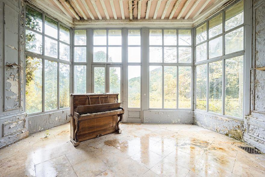 Đi khắp châu Âu tìm những chiếc piano bị lãng quên, người nghệ sĩ khiến mọi người nín lặng vì vẻ đẹp nhuốm màu thời gian - Ảnh 8.