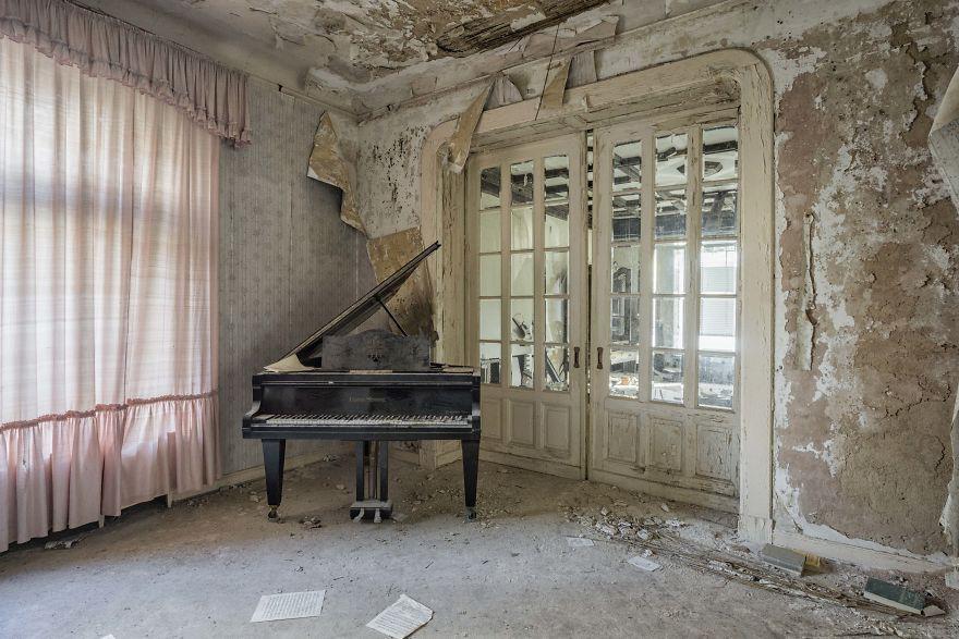 Đi khắp châu Âu tìm những chiếc piano bị lãng quên, người nghệ sĩ khiến mọi người nín lặng vì vẻ đẹp nhuốm màu thời gian - Ảnh 14.
