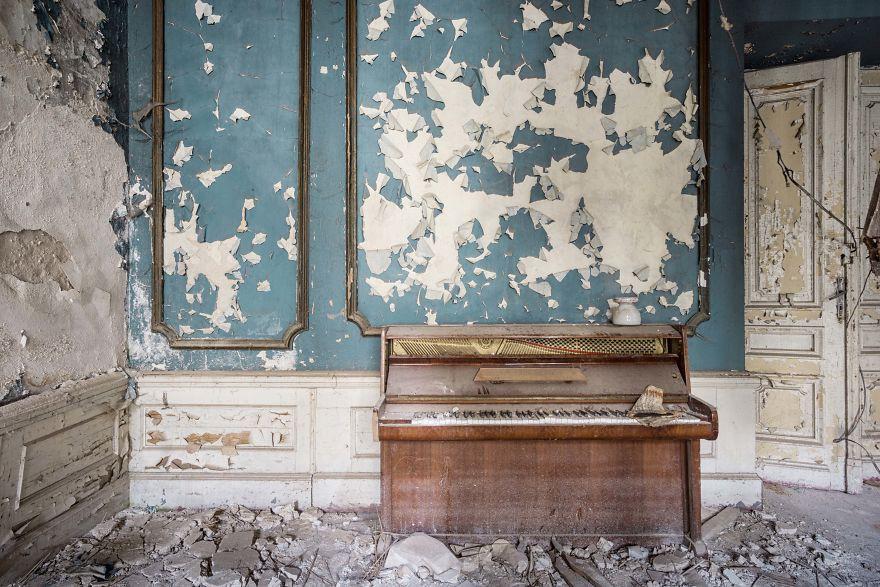 Đi khắp châu Âu tìm những chiếc piano bị lãng quên, người nghệ sĩ khiến mọi người nín lặng vì vẻ đẹp nhuốm màu thời gian - Ảnh 17.