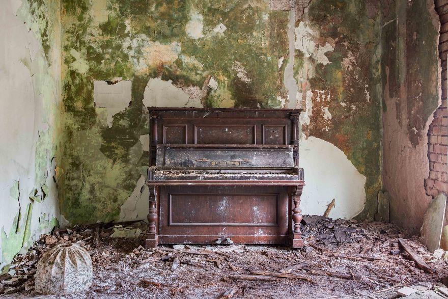 Đi khắp châu Âu tìm những chiếc piano bị lãng quên, người nghệ sĩ khiến mọi người nín lặng vì vẻ đẹp nhuốm màu thời gian - Ảnh 18.