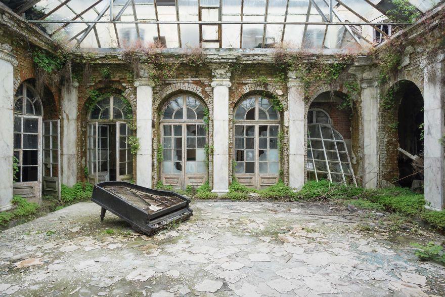 Đi khắp châu Âu tìm những chiếc piano bị lãng quên, người nghệ sĩ khiến mọi người nín lặng vì vẻ đẹp nhuốm màu thời gian - Ảnh 4.