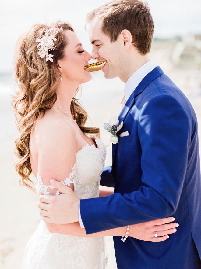 Cầu xin internet đừng photoshop ảnh cưới của mình, Youtuber vẫn nhận được những tấm ảnh chế cực hài hước - Ảnh 10.