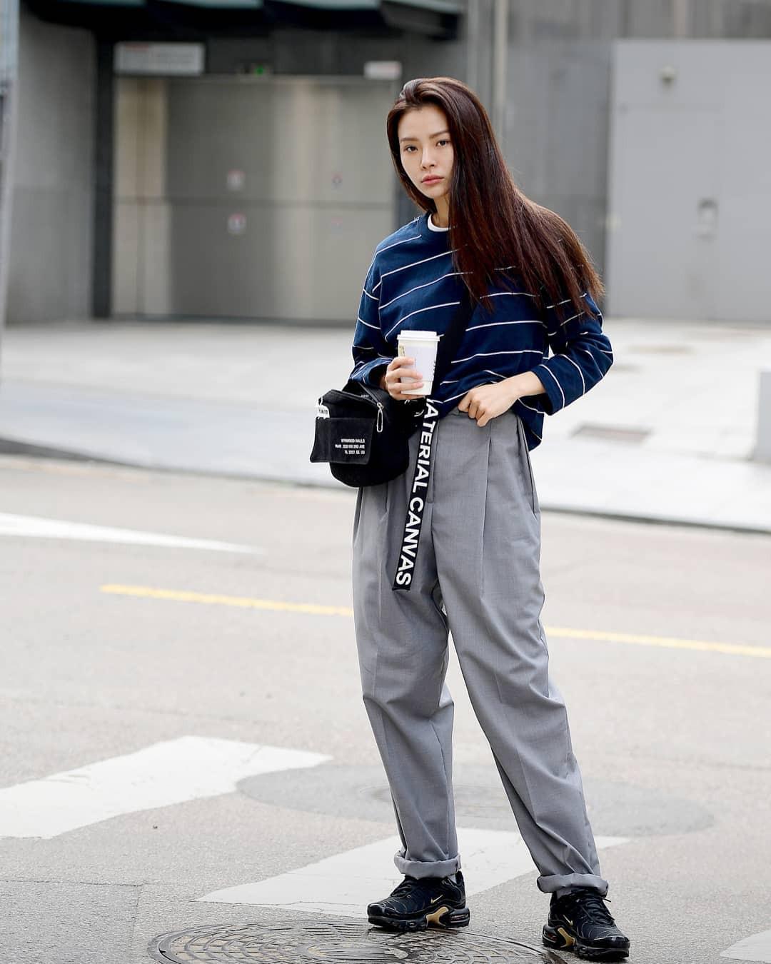 Lại phải ghen tị với khả năng lên đồ đơn giản mà chất như nước cất của giới trẻ Hàn - Ảnh 2.