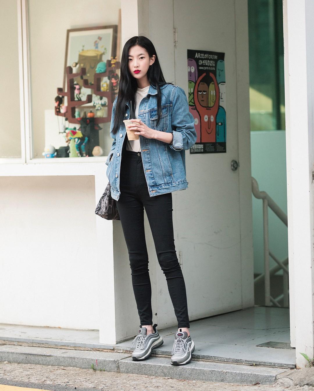 Lại phải ghen tị với khả năng lên đồ đơn giản mà chất như nước cất của giới trẻ Hàn - Ảnh 3.