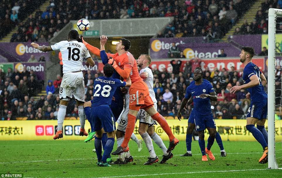 Fabregas lập siêu phẩm, Chelsea chưa buông hy vọng giành vé Champions League - Ảnh 9.