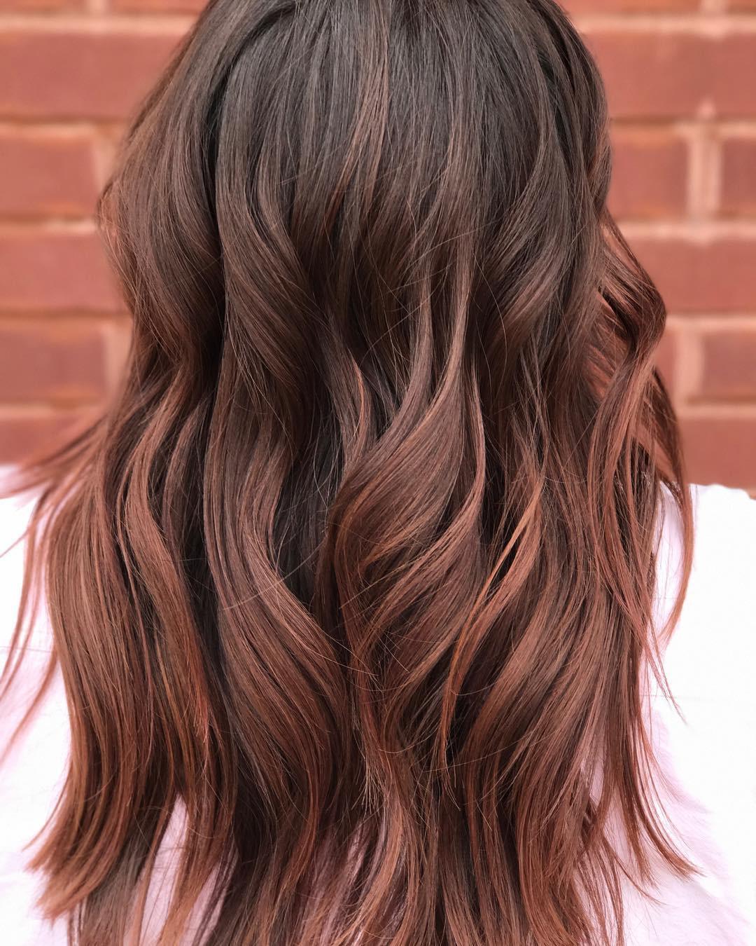 Cuối cùng cũng có một màu nhuộm đẹp long lanh mà con gái châu Á tóc đen có thể đu theo: màu nhuộm nâu hoa hồng - Ảnh 3.