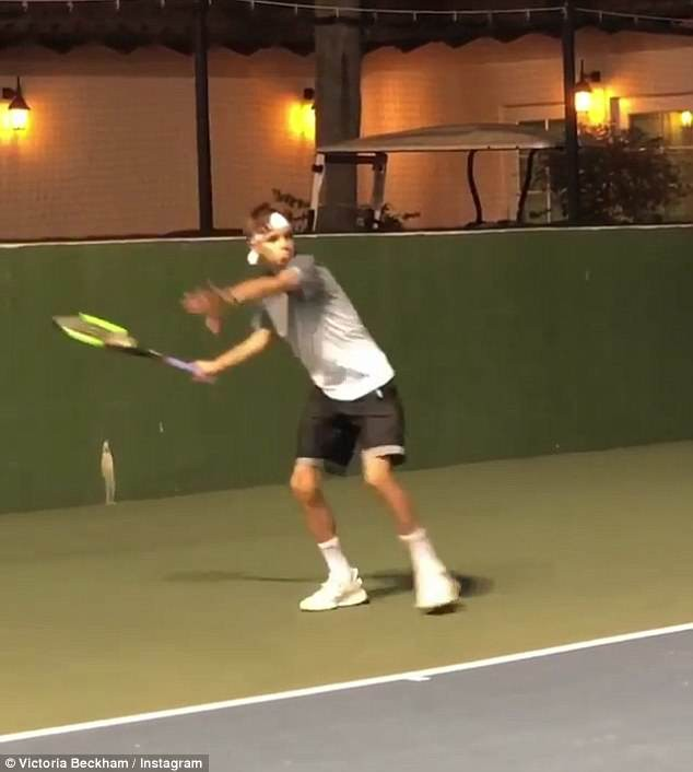 Con trai Beckham đấu tennis với tay vợt nữ số 2 thế giới - Ảnh 2.