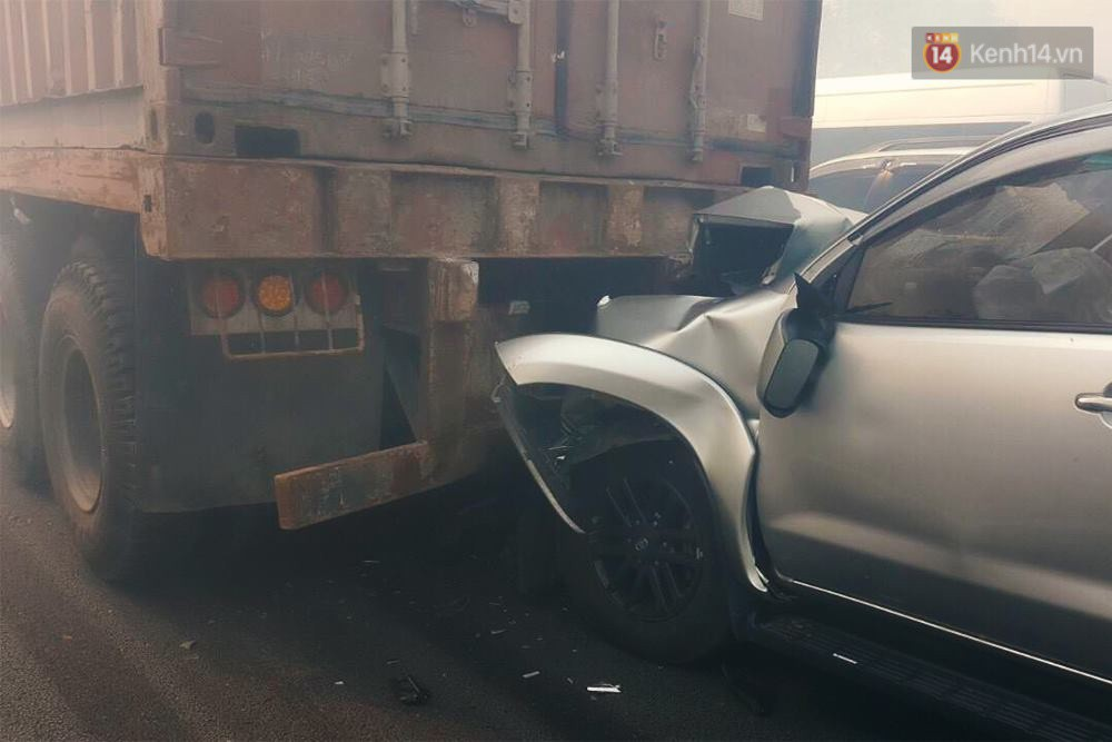 Chùm ảnh: Hiện trường vụ tai nạn liên hoàn trên cao tốc Long Thành - Dầu Giây vì khói rơm rạ mù mịt tấn công - Ảnh 2.