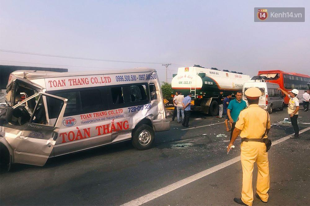 Chùm ảnh: Hiện trường vụ tai nạn liên hoàn trên cao tốc Long Thành - Dầu Giây vì khói rơm rạ mù mịt tấn công - Ảnh 3.