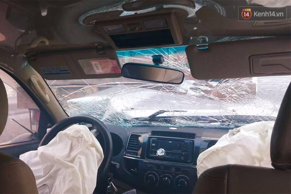 Chùm ảnh: Hiện trường vụ tai nạn liên hoàn trên cao tốc Long Thành - Dầu Giây vì khói rơm rạ mù mịt tấn công - Ảnh 7.