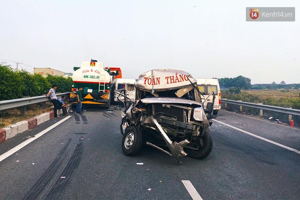 Chùm ảnh: Hiện trường vụ tai nạn liên hoàn trên cao tốc Long Thành - Dầu Giây vì khói rơm rạ mù mịt tấn công - Ảnh 4.