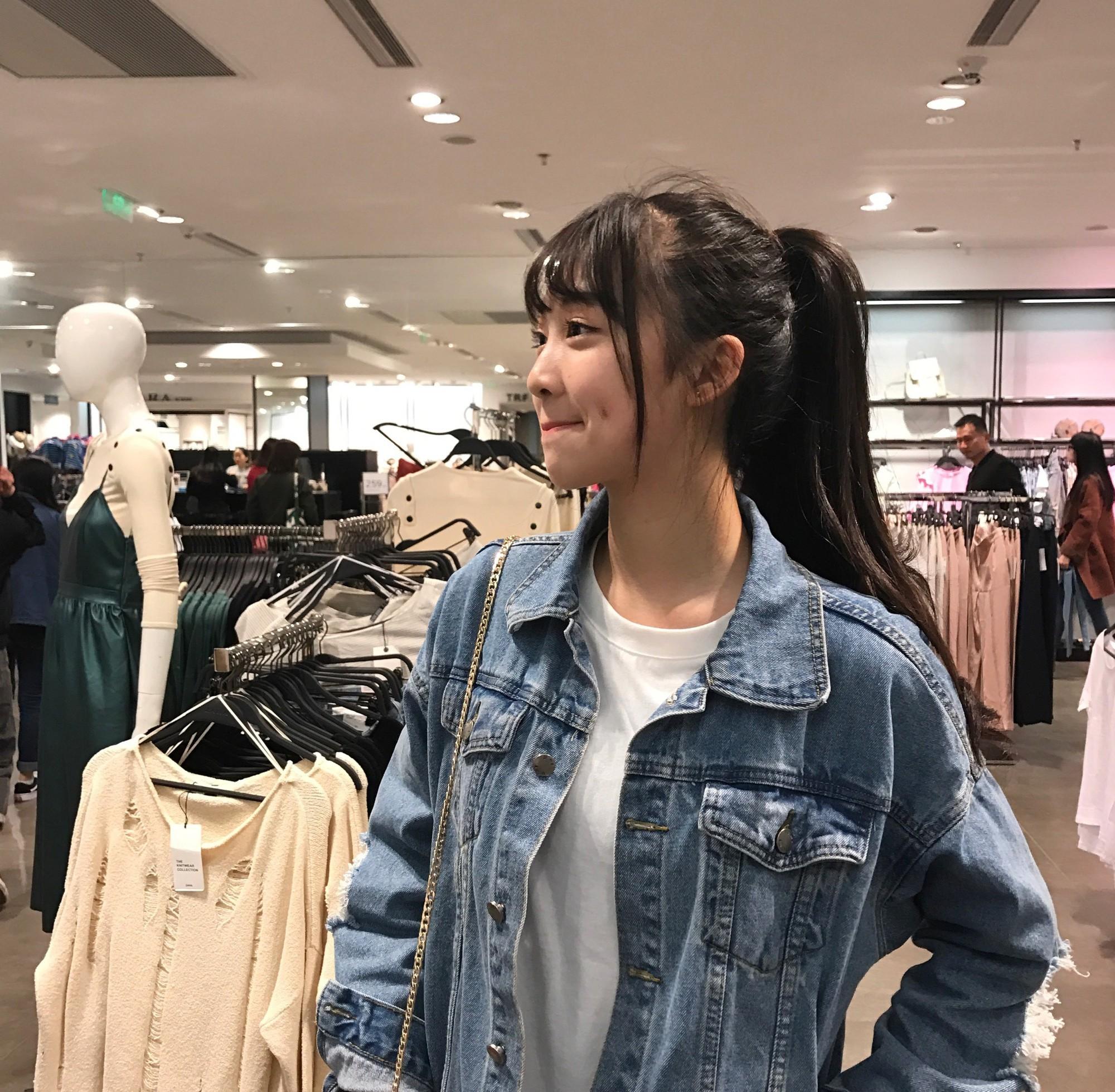 Cô bạn Trung Quốc được mệnh danh hot girl má lúm vì xinh như búp bê - Ảnh 6.