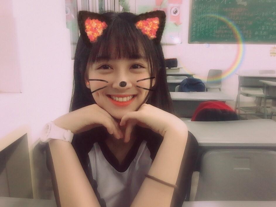 Cô bạn Trung Quốc được mệnh danh hot girl má lúm vì xinh như búp bê - Ảnh 4.
