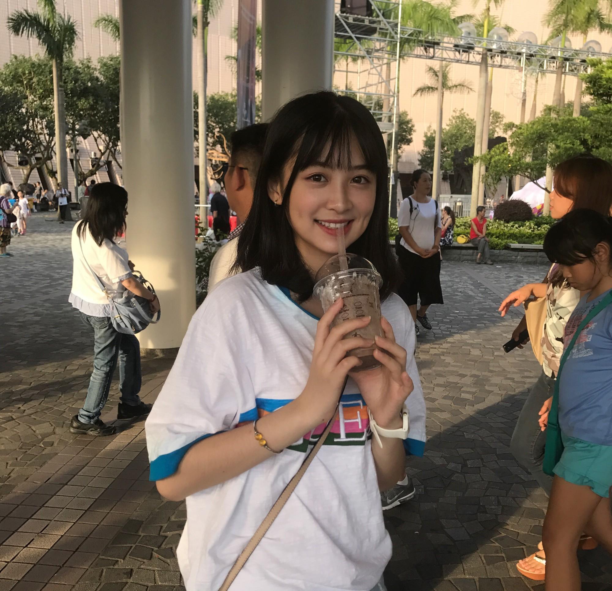 Cô bạn Trung Quốc được mệnh danh hot girl má lúm vì xinh như búp bê - Ảnh 3.