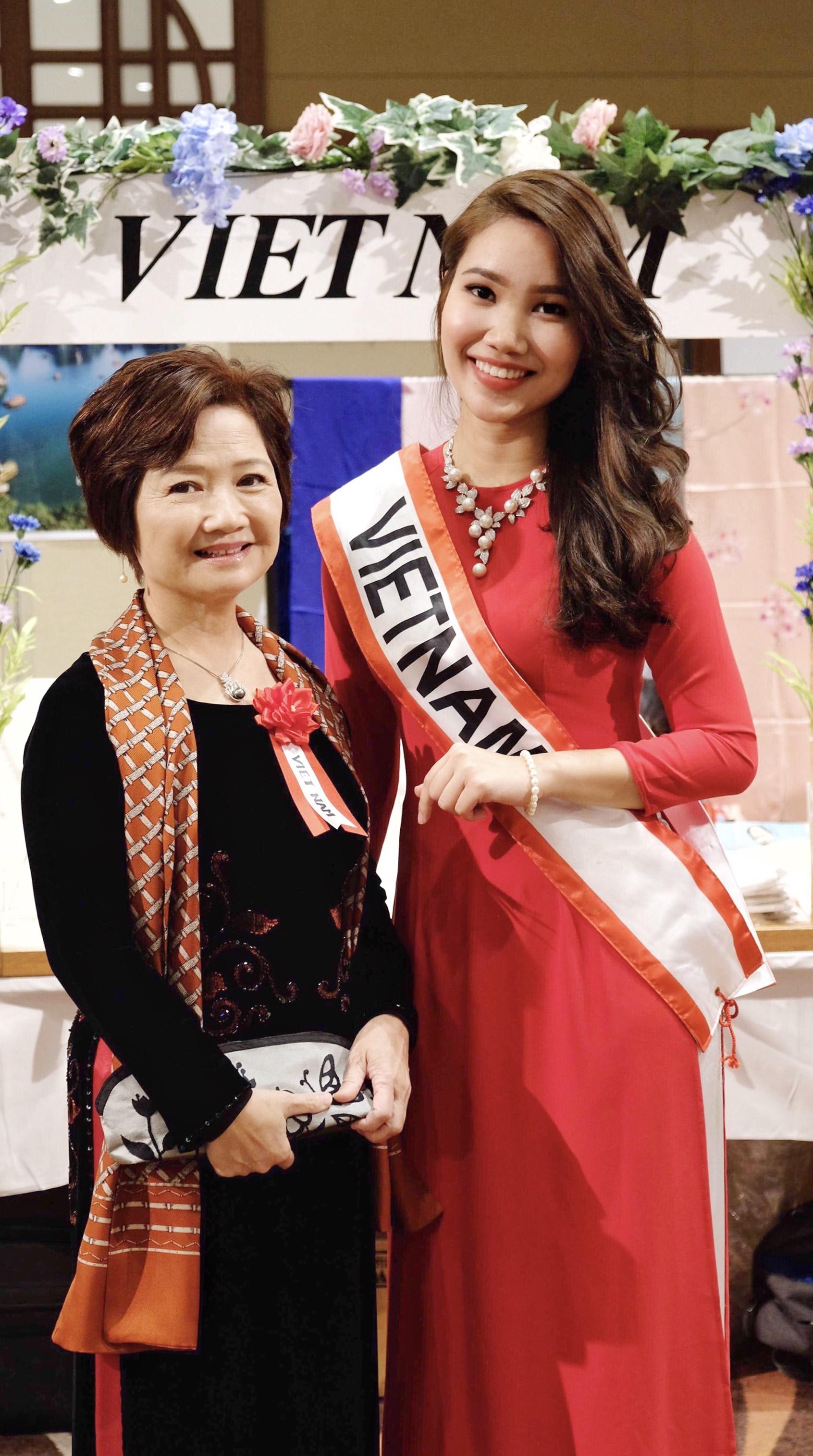 Rạng rỡ trong tà áo dài, nữ DHS Việt thu hút mọi ánh nhìn tại chương trình từ thiện châu Á - Thái Bình Dương - Ảnh 3.