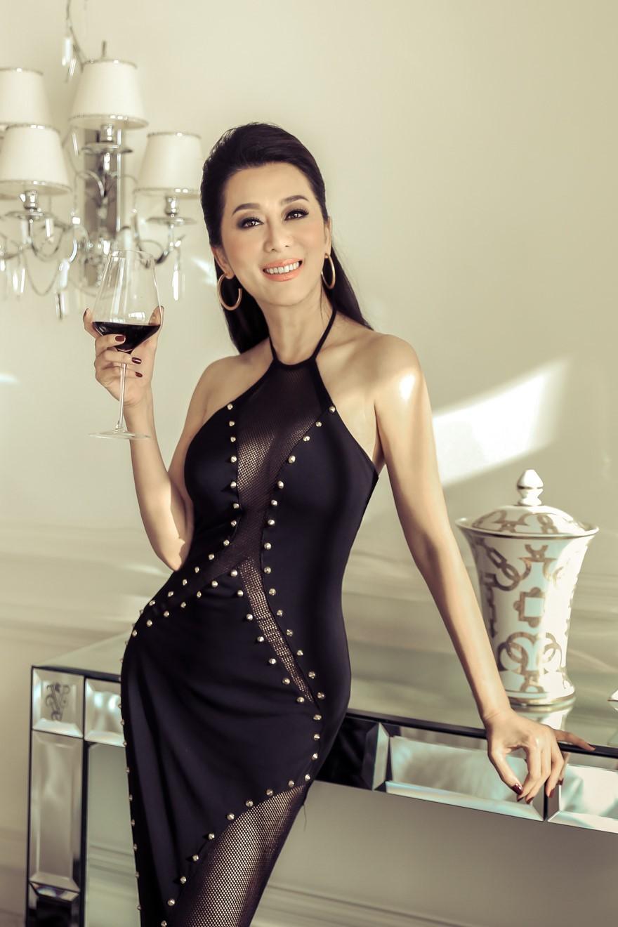 Mỹ nhân Vbiz U40, 50 thả dáng sexy với bikini: Nhìn Hoa hậu Hà Kiều Anh đã sốc, đến MC Kỳ Duyên mới khó tin! - Ảnh 11.