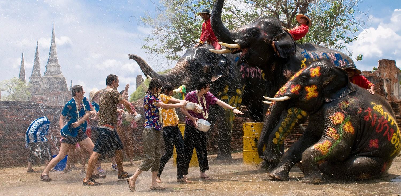Lễ hội té nước Songkran: Đừng giữ mình khô ráo nếu muốn hưởng hạnh phúc! - Ảnh 14.