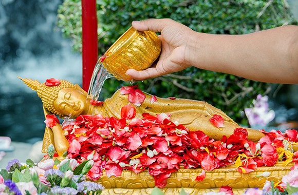 Lễ hội té nước Songkran: Đừng giữ mình khô ráo nếu muốn hưởng hạnh phúc! - Ảnh 6.