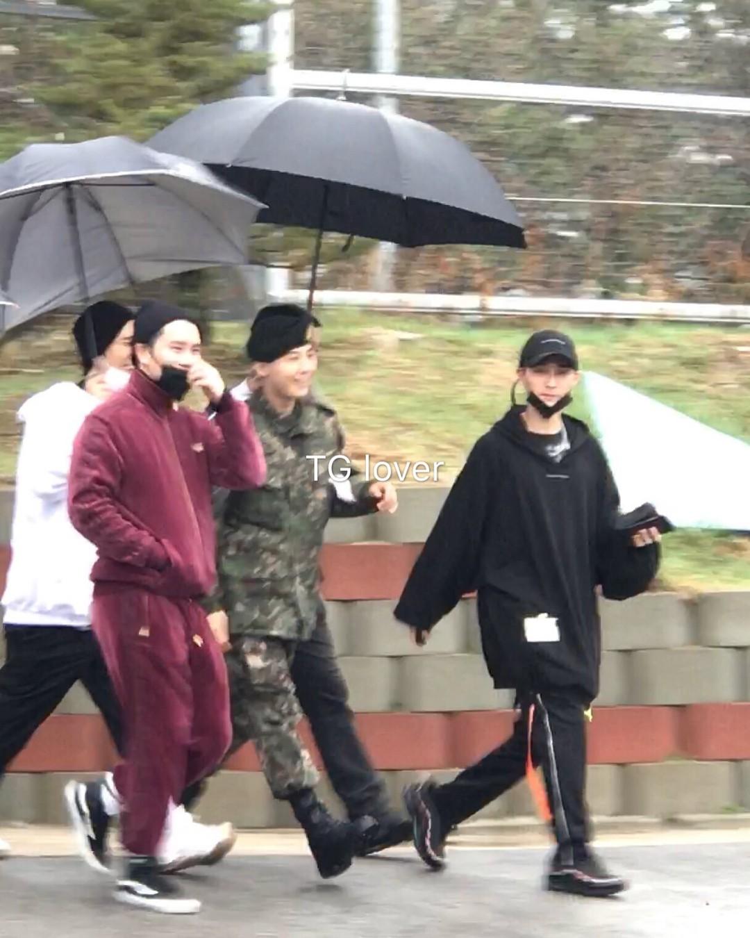 Dân tình giật mình trước loạt ảnh G-Dragon hớn hở trong quân ngũ, Sơn Tùng M-TP đi ngay cạnh? - Ảnh 6.