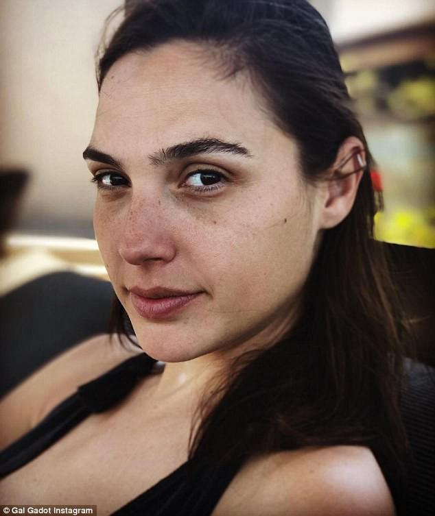 Những thiên thần mặt mộc của Hollywood: Không trang điểm còn đẹp hơn cả khi son phấn đầy mặt - Ảnh 18.