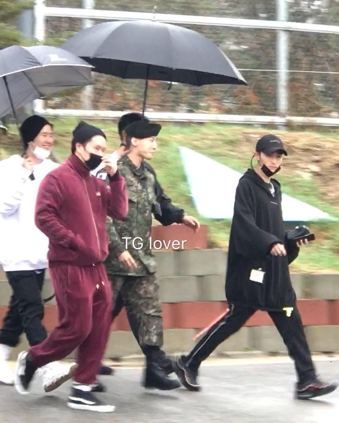 Dân tình giật mình trước loạt ảnh G-Dragon hớn hở trong quân ngũ, Sơn Tùng M-TP đi ngay cạnh? - Ảnh 5.