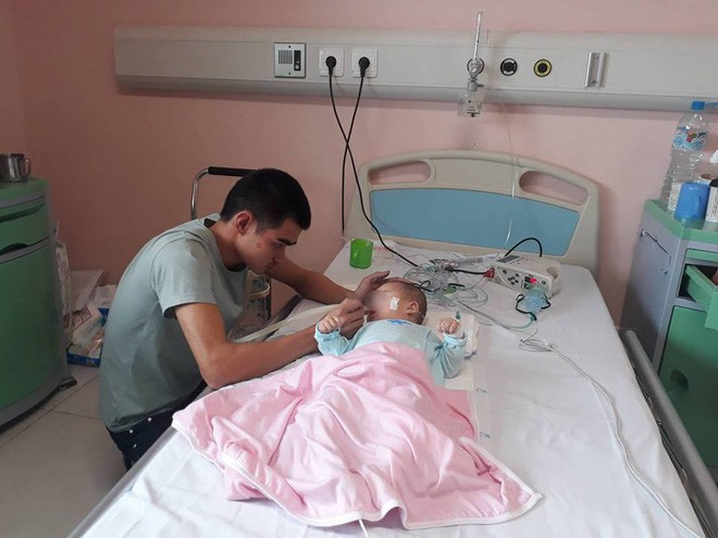 Ninh Bình: Bé gái 9 tháng tuổi ngất lịm, toàn thân tím tái sau mũi tiêm của y sĩ - Ảnh 2.
