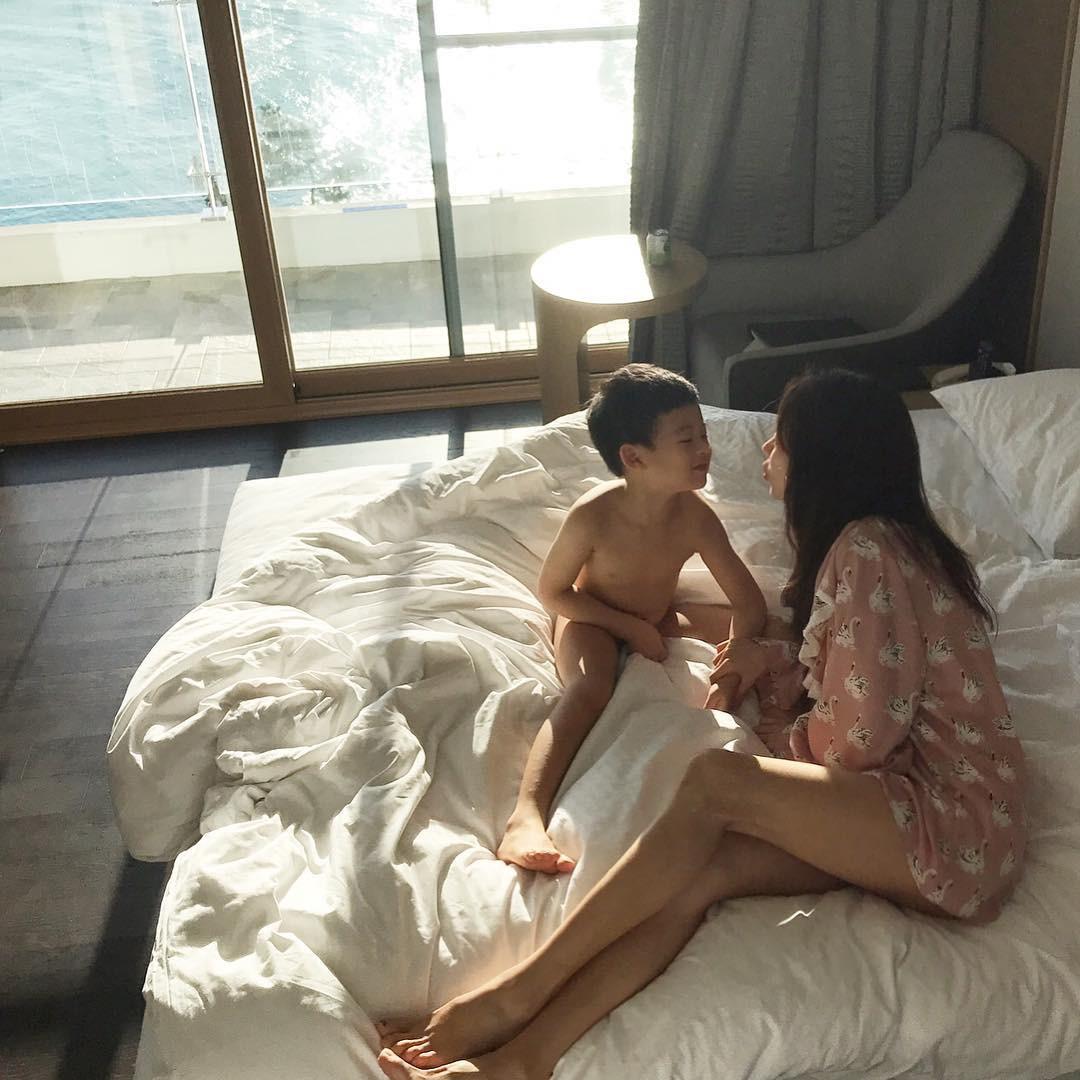 Nhan sắc trẻ trung không đùa được của bà mẹ 43 tuổi xứ Hàn khiến nhiều người tưởng mới đôi mươi - Ảnh 9.