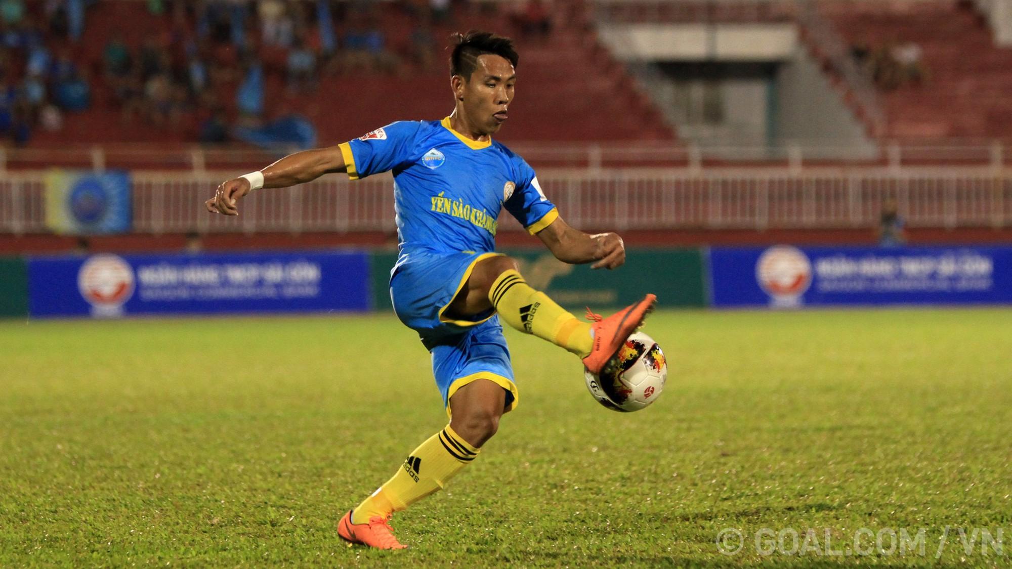 Bùi Tiến Dũng thủng lưới 3 bàn, Thanh Hóa thua đau tại Nha Trang - Ảnh 3.