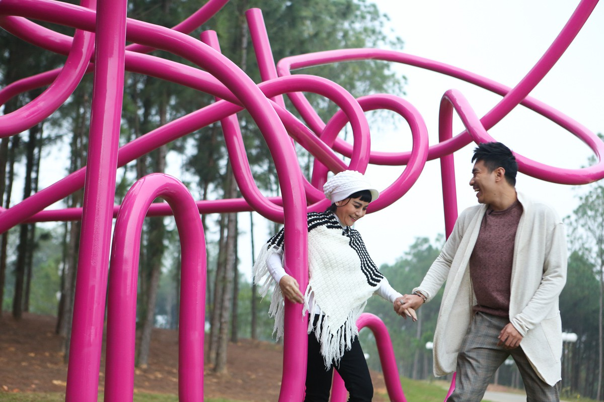 Kiều Minh Tuấn ân cần cõng Cát Phượng trong chuyến đi kỉ niệm 10 năm yêu nhau - Ảnh 4.