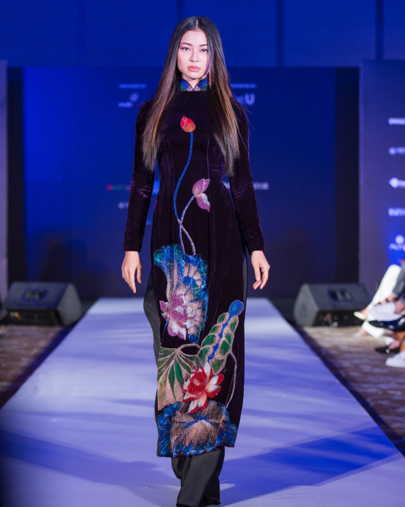 More than a week in the opening ceremony, but Vietnam International Fashion Week has revealed the new design - Photo 3.