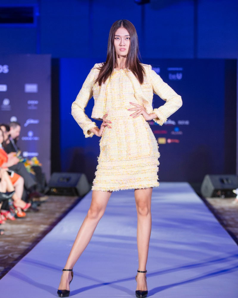 More than a week in the opening ceremony, but Vietnam International Fashion Week has revealed the new design - Photo 5.