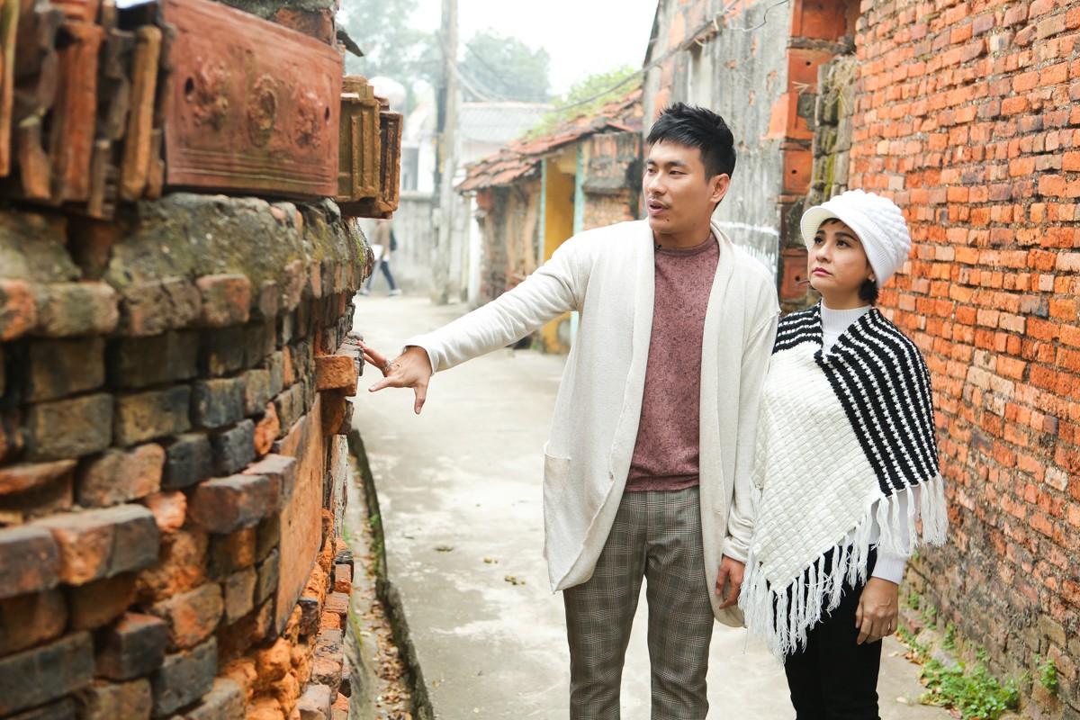 Kiều Minh Tuấn ân cần cõng Cát Phượng trong chuyến đi kỉ niệm 10 năm yêu nhau - Ảnh 9.
