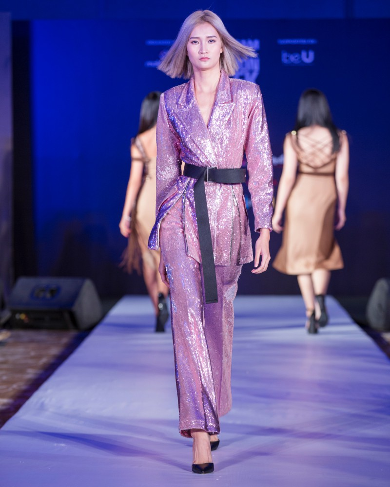 More than a week in the opening ceremony, but Vietnam International Fashion Week has revealed new designs - Photo 7.