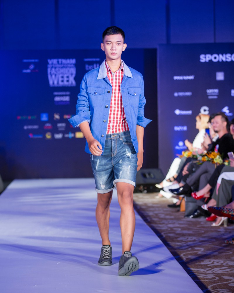 More than a week in the opening ceremony, but Vietnam International Fashion Week has revealed the new design - Photo 10.