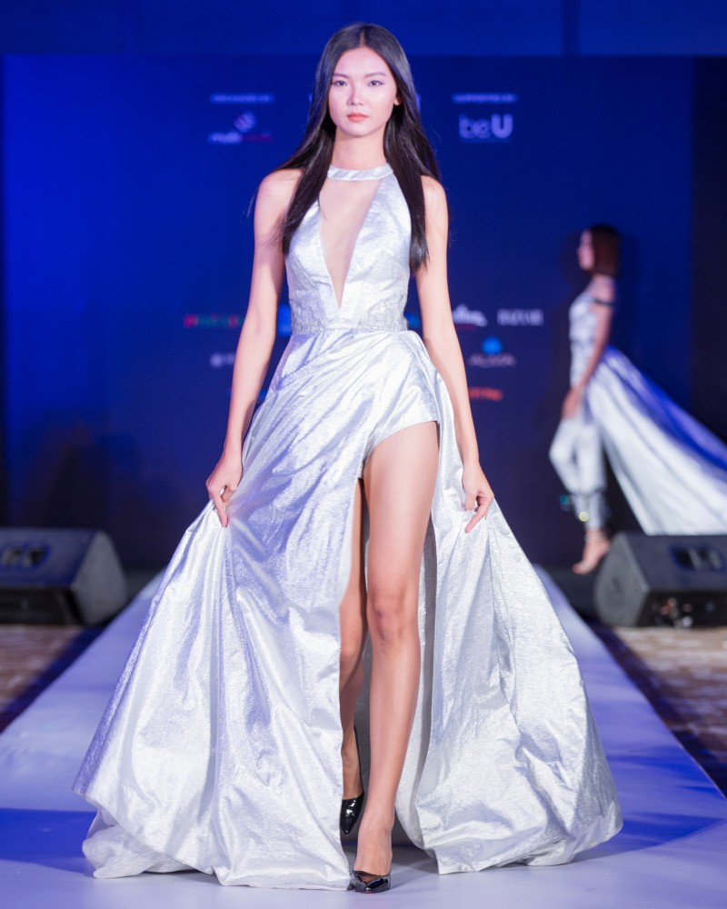 More than a week in the opening ceremony, but Vietnam International Fashion Week has revealed the new design - Photo 14.