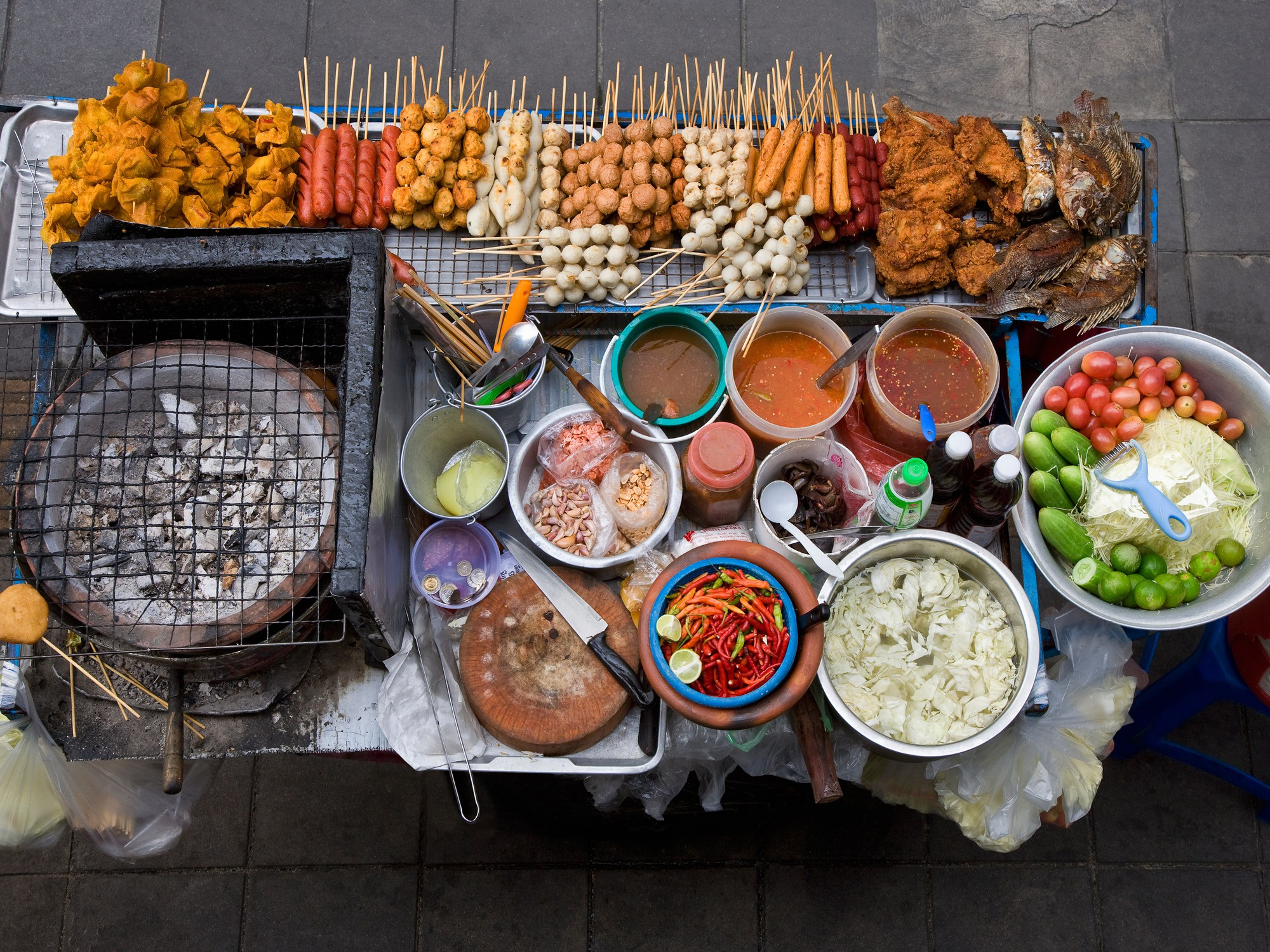 Đến Phượng Hoàng Cổ Trấn đừng chỉ mải mê chụp ảnh mà hãy thưởng thức trọn vẹn nền ẩm thực đặc sắc tại nơi đây - Ảnh 7.