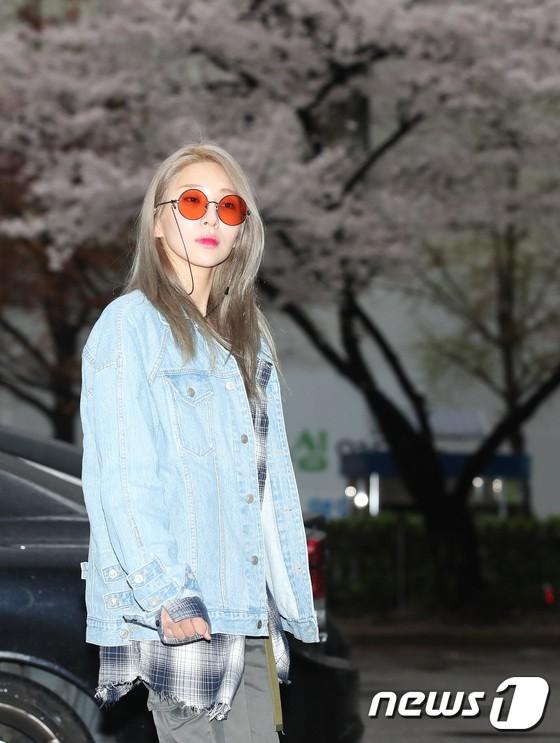 Tiên cảnh hoa anh đào tại Hàn: Mỹ nhân Hani chiếm hết spotlight, Wanna One xuất hiện cùng quân đoàn mỹ nam - Ảnh 24.