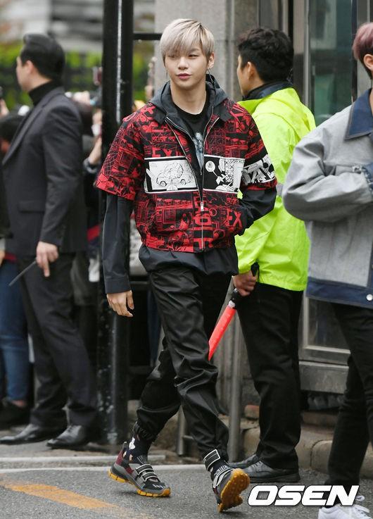 Tiên cảnh hoa anh đào tại Hàn: Mỹ nhân Hani chiếm hết spotlight, Wanna One xuất hiện cùng quân đoàn mỹ nam - Ảnh 9.