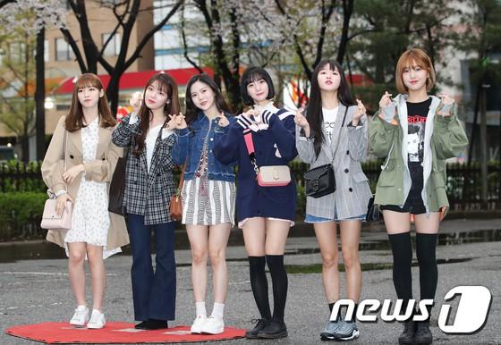 Tiên cảnh hoa anh đào tại Hàn: Mỹ nhân Hani chiếm hết spotlight, Wanna One xuất hiện cùng quân đoàn mỹ nam - Ảnh 27.