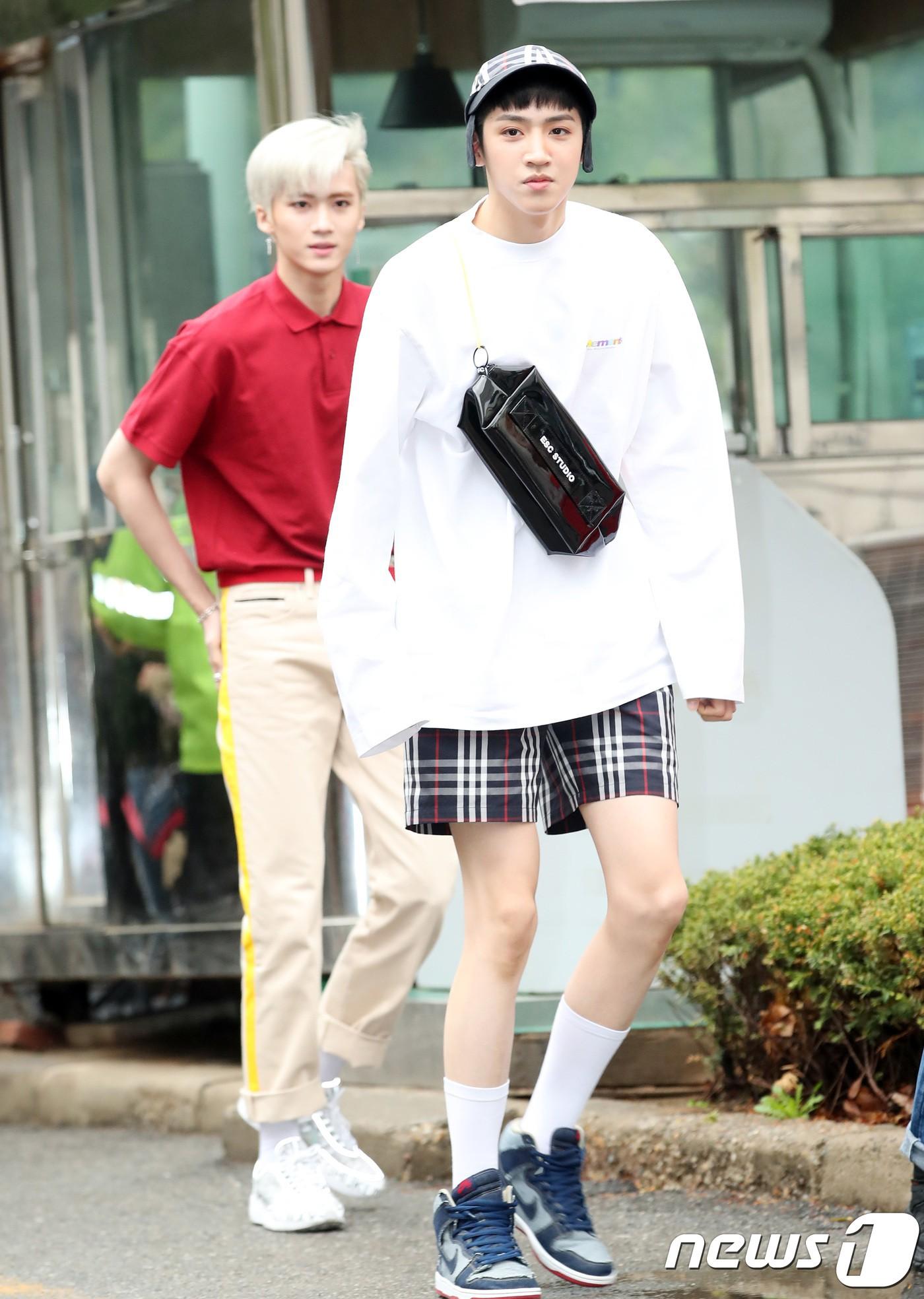 Tiên cảnh hoa anh đào tại Hàn: Mỹ nhân Hani chiếm hết spotlight, Wanna One xuất hiện cùng quân đoàn mỹ nam - Ảnh 32.