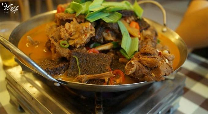 Đến Phượng Hoàng Cổ Trấn đừng chỉ mải mê chụp ảnh mà hãy thưởng thức trọn vẹn nền ẩm thực đặc sắc tại nơi đây - Ảnh 6.