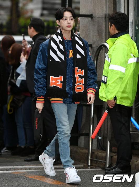 Tiên cảnh hoa anh đào tại Hàn: Mỹ nhân Hani chiếm hết spotlight, Wanna One xuất hiện cùng quân đoàn mỹ nam - Ảnh 17.