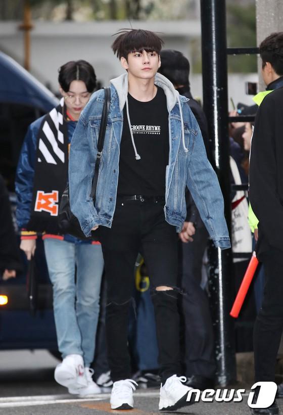 Tiên cảnh hoa anh đào tại Hàn: Mỹ nhân Hani chiếm hết spotlight, Wanna One xuất hiện cùng quân đoàn mỹ nam - Ảnh 14.