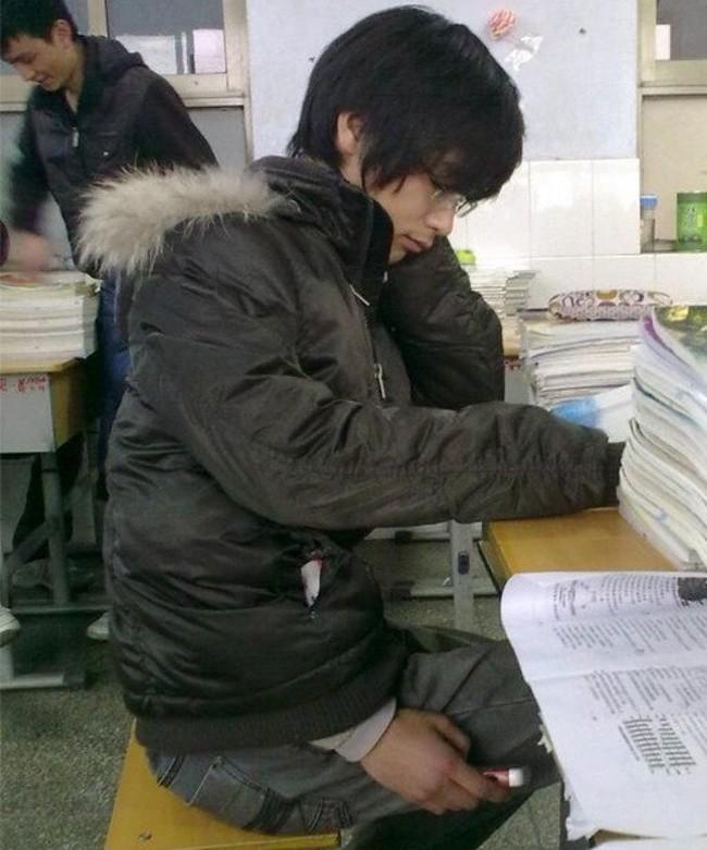1001 chiêu trò gian lận kinh điển của học sinh mỗi mùa thi - Ảnh 9.