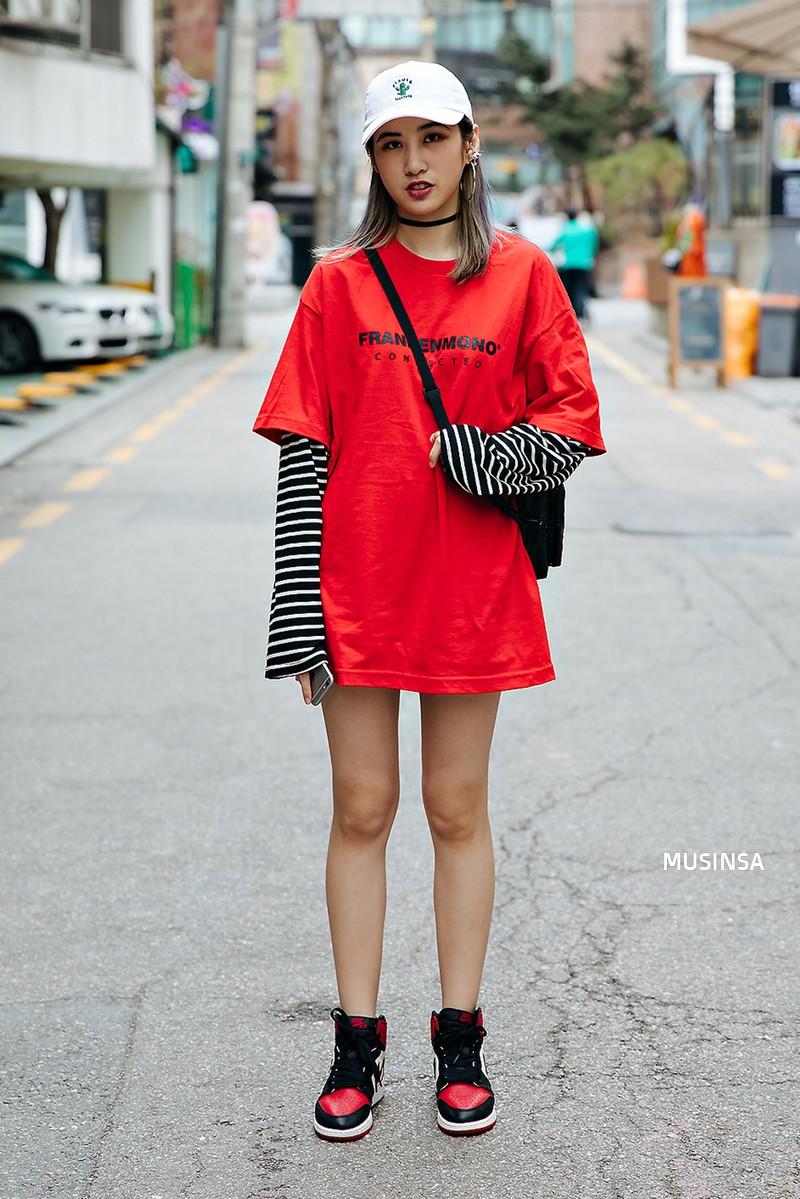 Xem ảnh xong, bạn sẽ chẳng thiết sắm đồ cầu kỳ nữa mà chỉ muốn diện toàn đồ basic như giới trẻ Hàn - Ảnh 7.